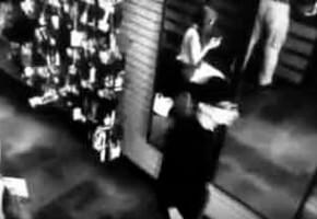 Человек идущий мимо зеркала в нем не отразился, это вампир или привидение