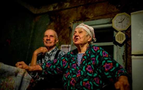 Леонид и Екатерина Рындюк, вернулись в Чернобыльскую зону в старый дом